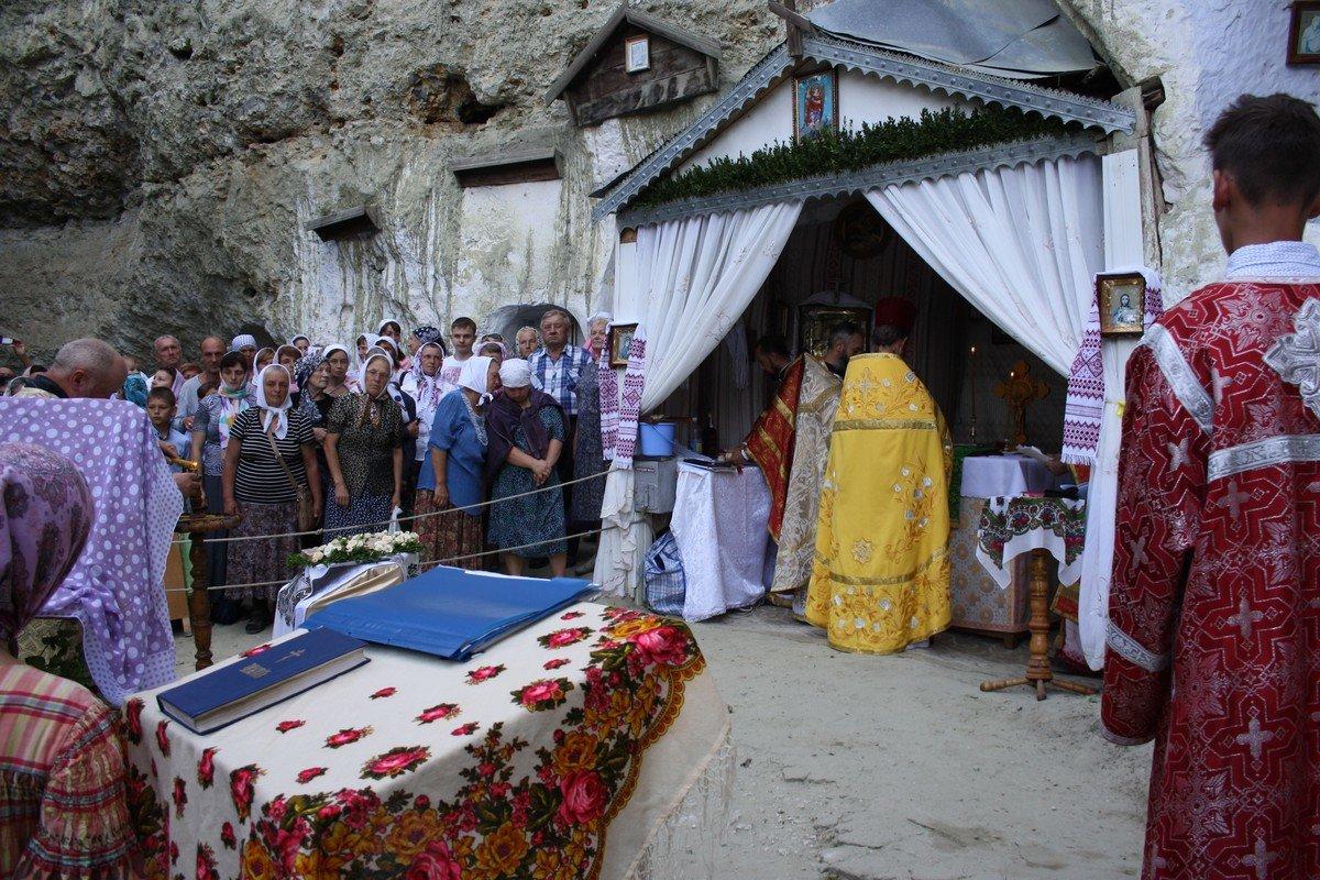 """Один раз в рік Бакотський скельний монастир """"оживає"""", фото-17"""
