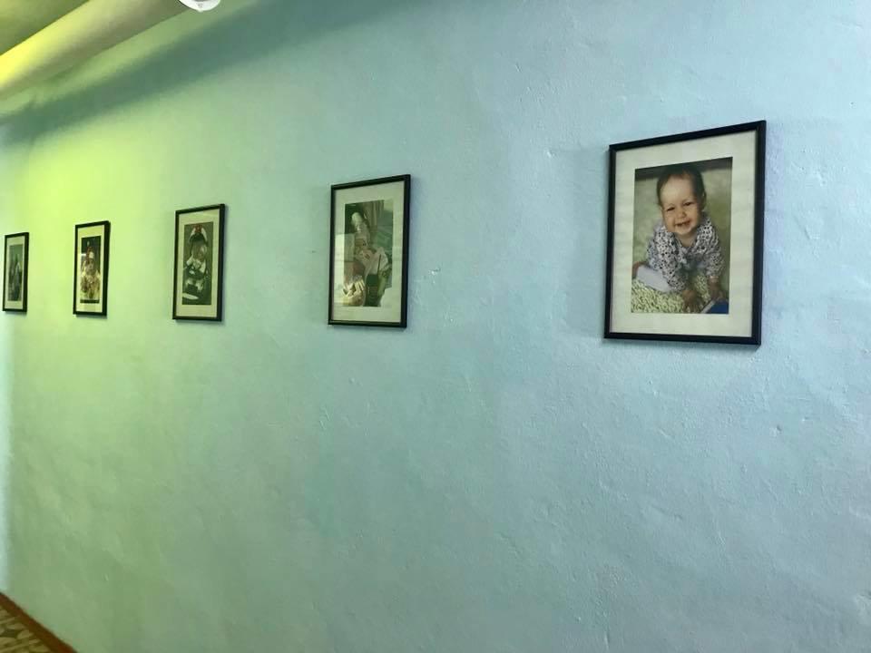 Коридори пологового будинку прикрасили фотографіями наймолодших кам'янчан, фото-1