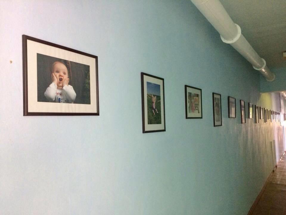 Коридори пологового будинку прикрасили фотографіями наймолодших кам'янчан, фото-2
