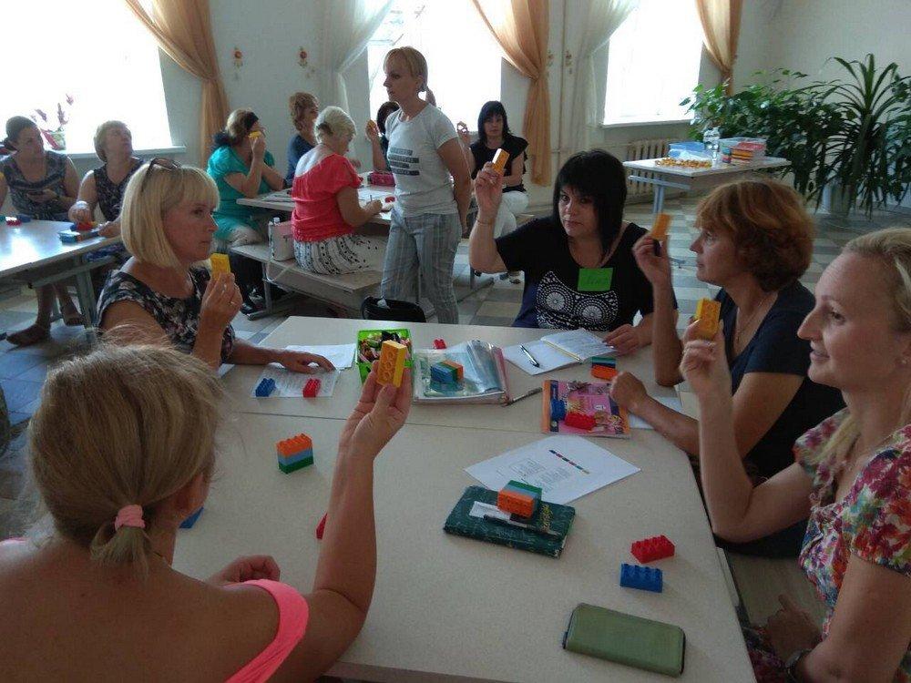 """Вчителі Кам'янця успішно пройшли тренінг """"Навчання по-новому з LEGO"""", фото-1"""