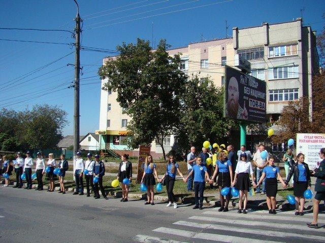 """У Кам'янці студенти провели патріотичну акцію """"Ланцюг миру"""", фото-4"""