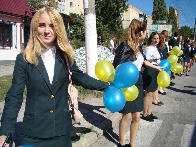 """У Кам'янці студенти провели патріотичну акцію """"Ланцюг миру"""", фото-8"""