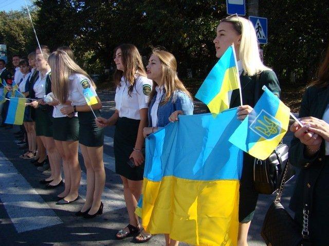 """У Кам'янці студенти провели патріотичну акцію """"Ланцюг миру"""", фото-11"""