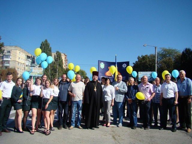 """У Кам'янці студенти провели патріотичну акцію """"Ланцюг миру"""", фото-1"""