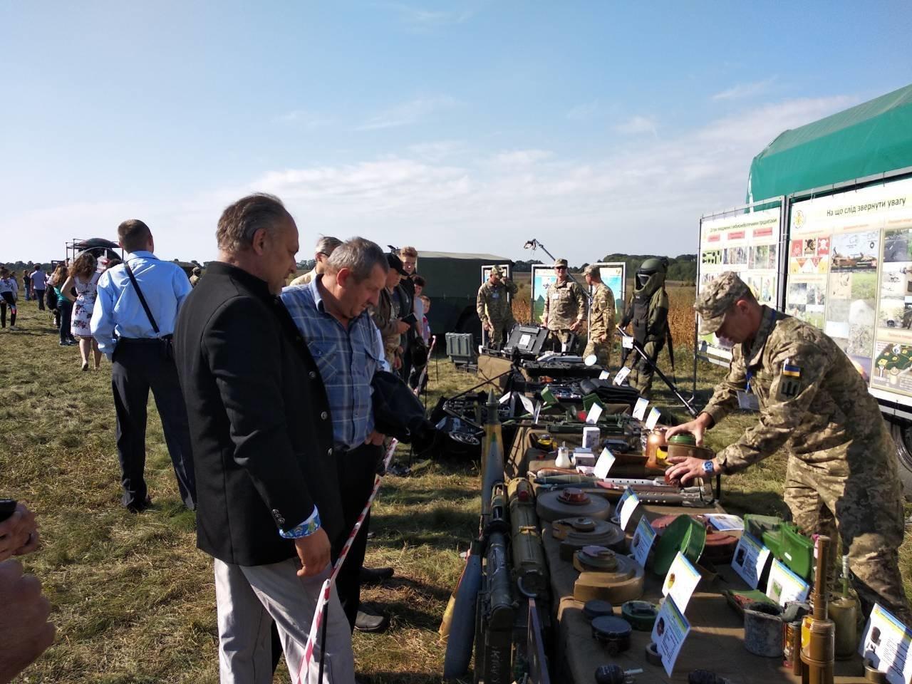Військовослужбовці Центру розмінування взяли участь у проведенні заходів 14 окремого Пилявецького Потягу, фото-1