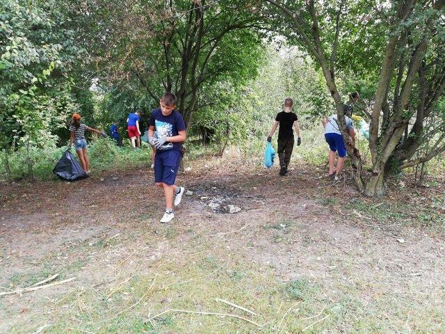 Кам'янецькі школярі назбирали сміття на понад 4 тис. грн і віддали їх на благодійність, фото-7