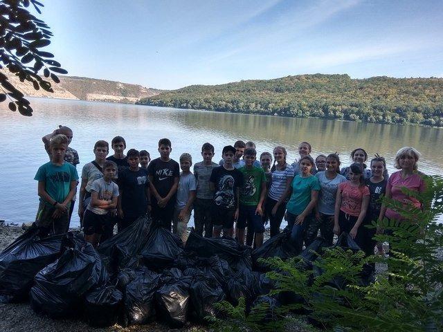 Кам'янецькі школярі назбирали сміття на понад 4 тис. грн і віддали їх на благодійність, фото-5