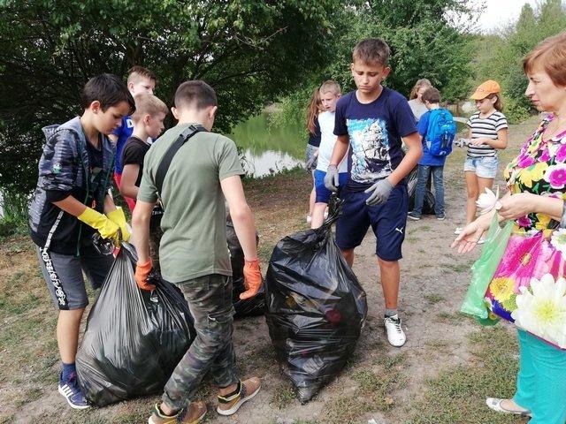 Кам'янецькі школярі назбирали сміття на понад 4 тис. грн і віддали їх на благодійність, фото-6