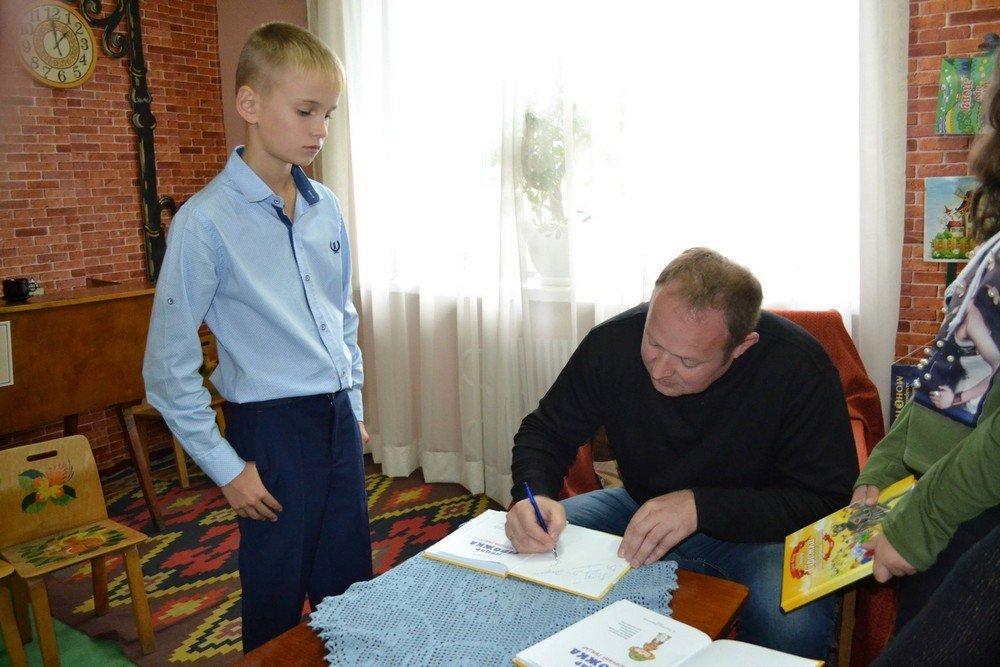 Творча зустріч із кам'янецьким письменником та художником Сергієм Боднарем, фото-5