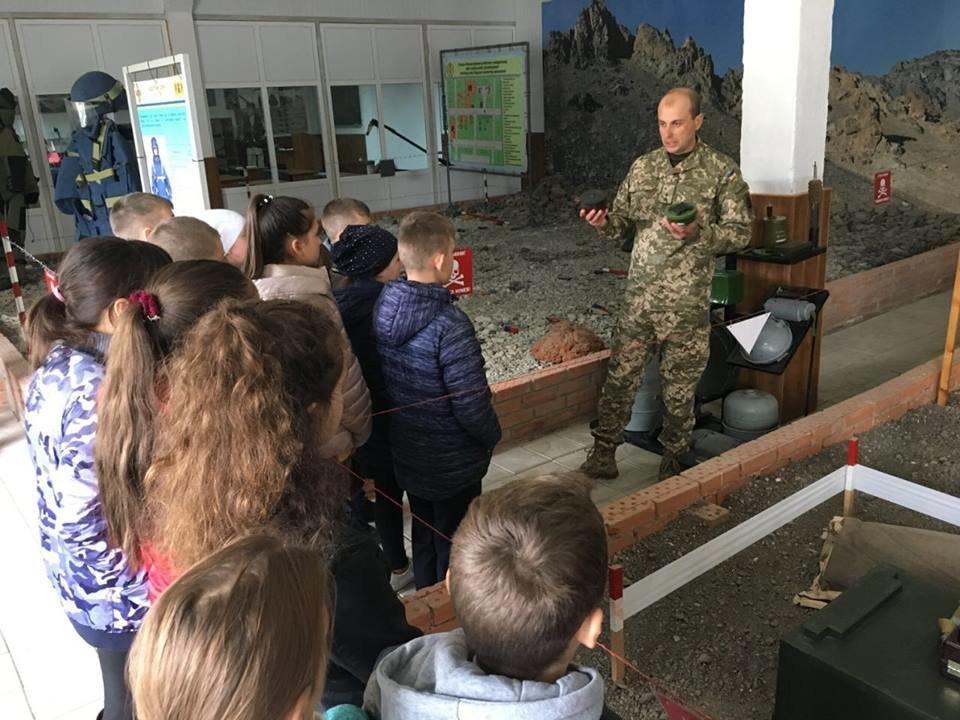 Кам'янецькі діти знайомились із особливостями військової справи, фото-7