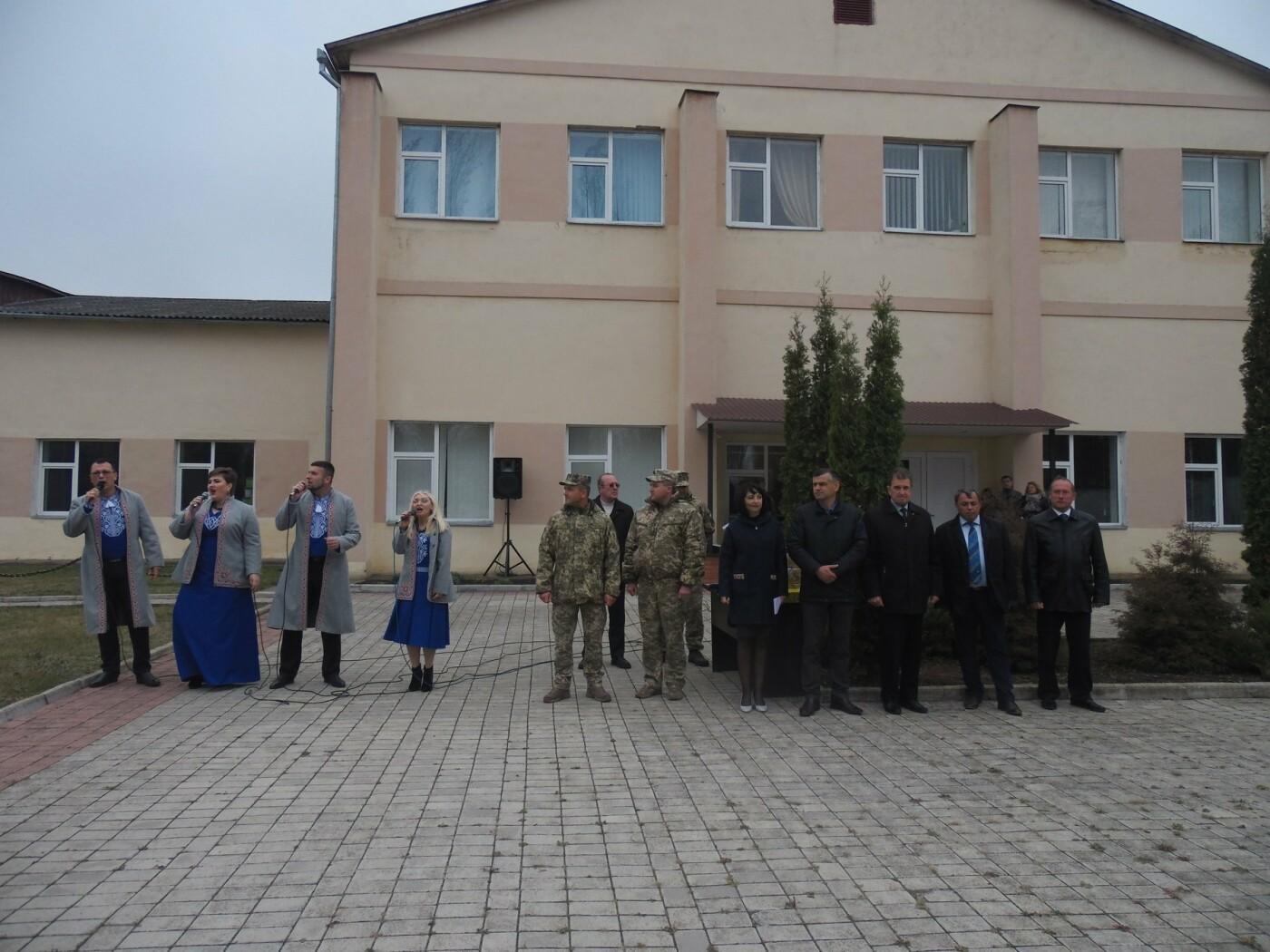 До строю військовослужбовців Центру розмінування, з нагоди Дня інженерних військ, стали їхні діти, фото-1