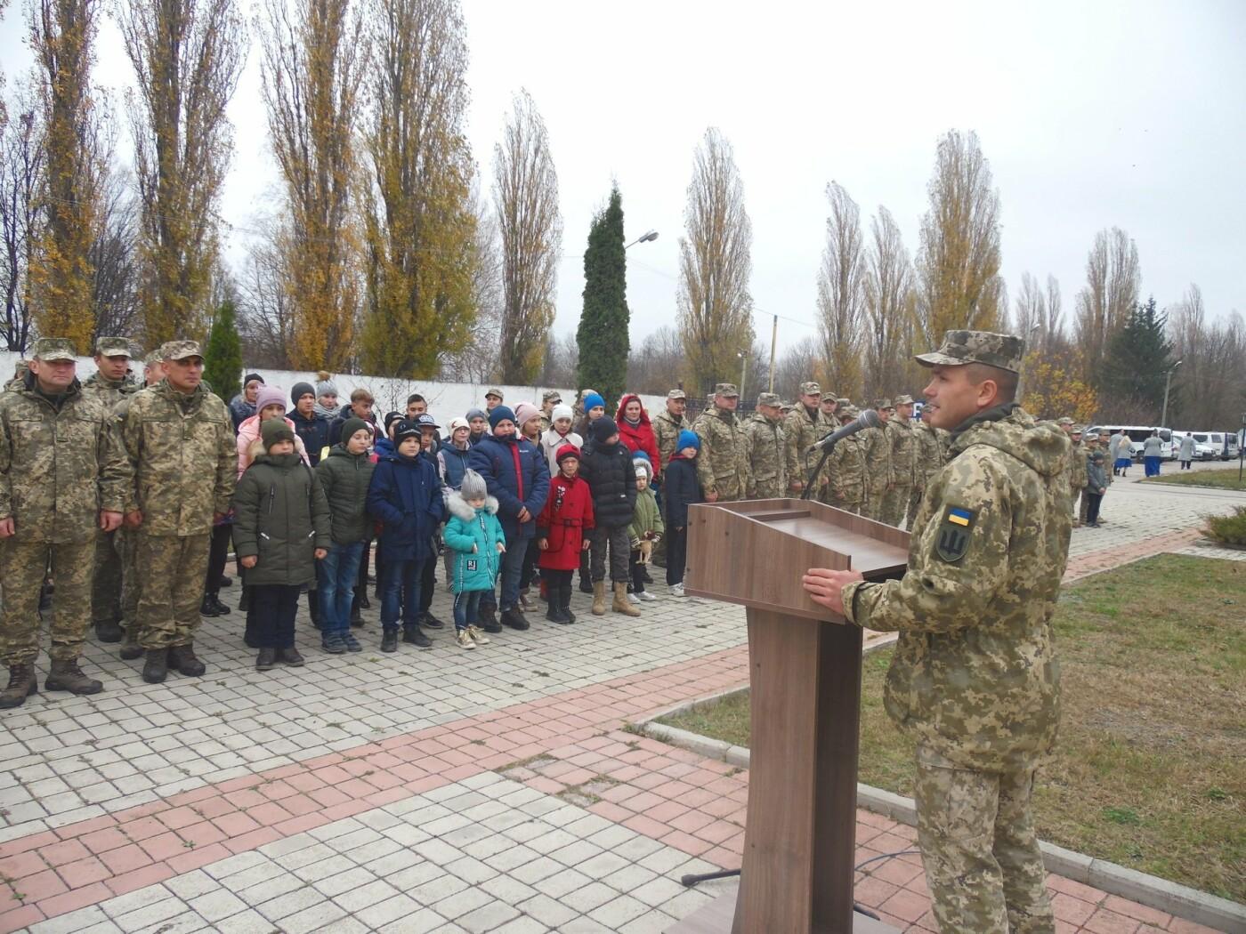 До строю військовослужбовців Центру розмінування, з нагоди Дня інженерних військ, стали їхні діти, фото-6