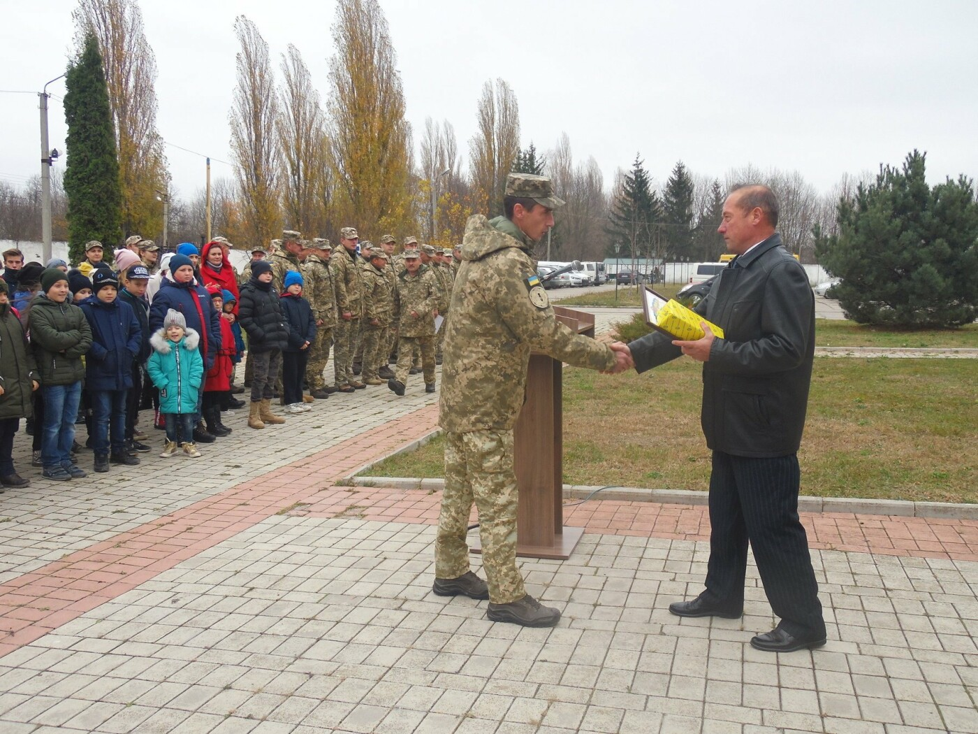 До строю військовослужбовців Центру розмінування, з нагоди Дня інженерних військ, стали їхні діти, фото-7