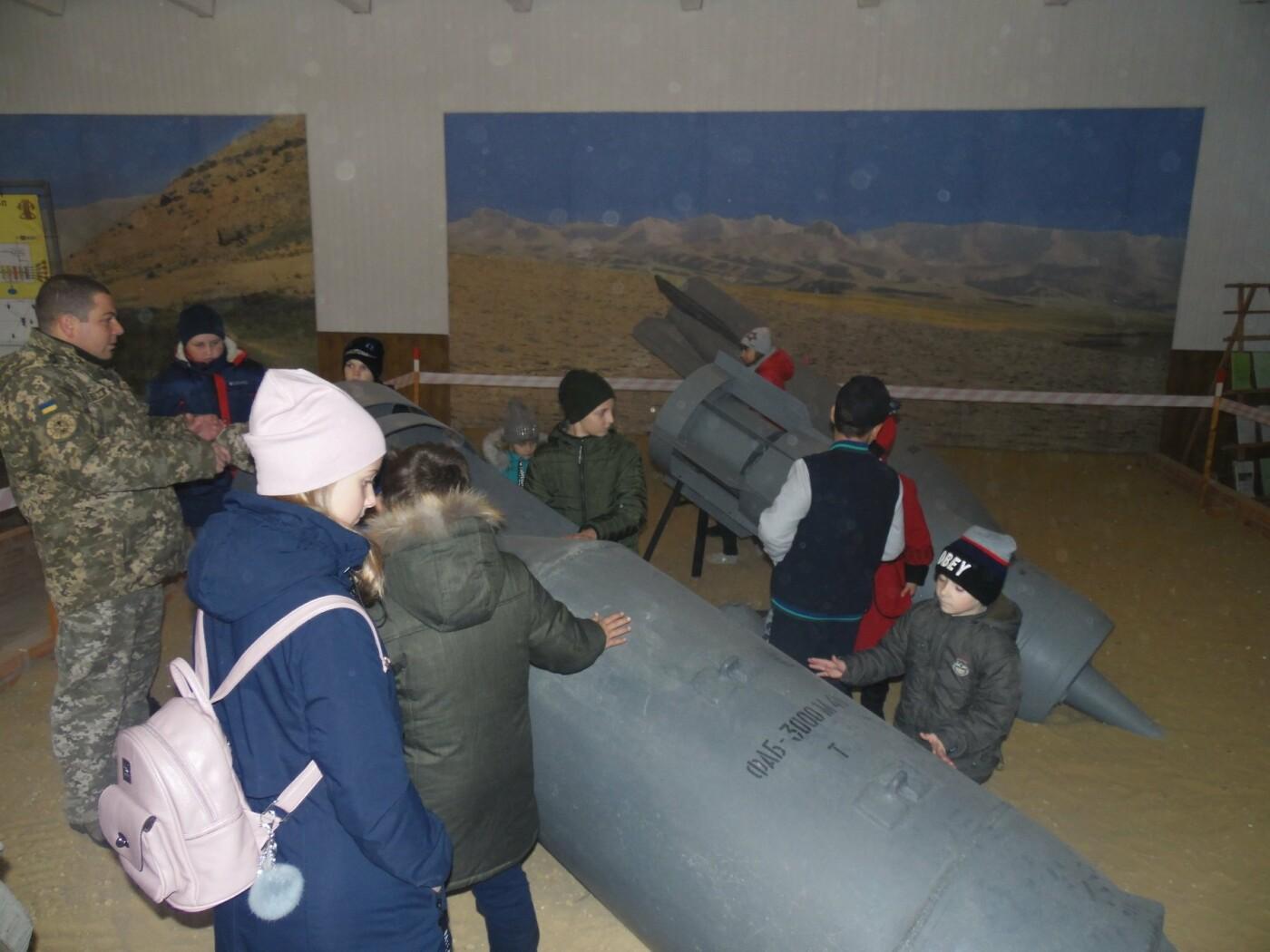 До строю військовослужбовців Центру розмінування, з нагоди Дня інженерних військ, стали їхні діти, фото-2