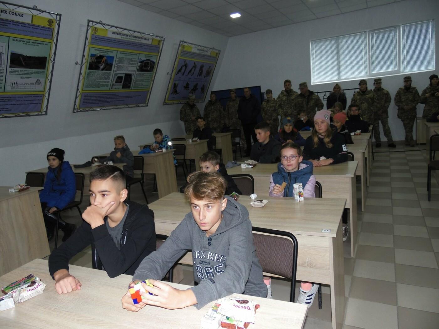 До строю військовослужбовців Центру розмінування, з нагоди Дня інженерних військ, стали їхні діти, фото-8