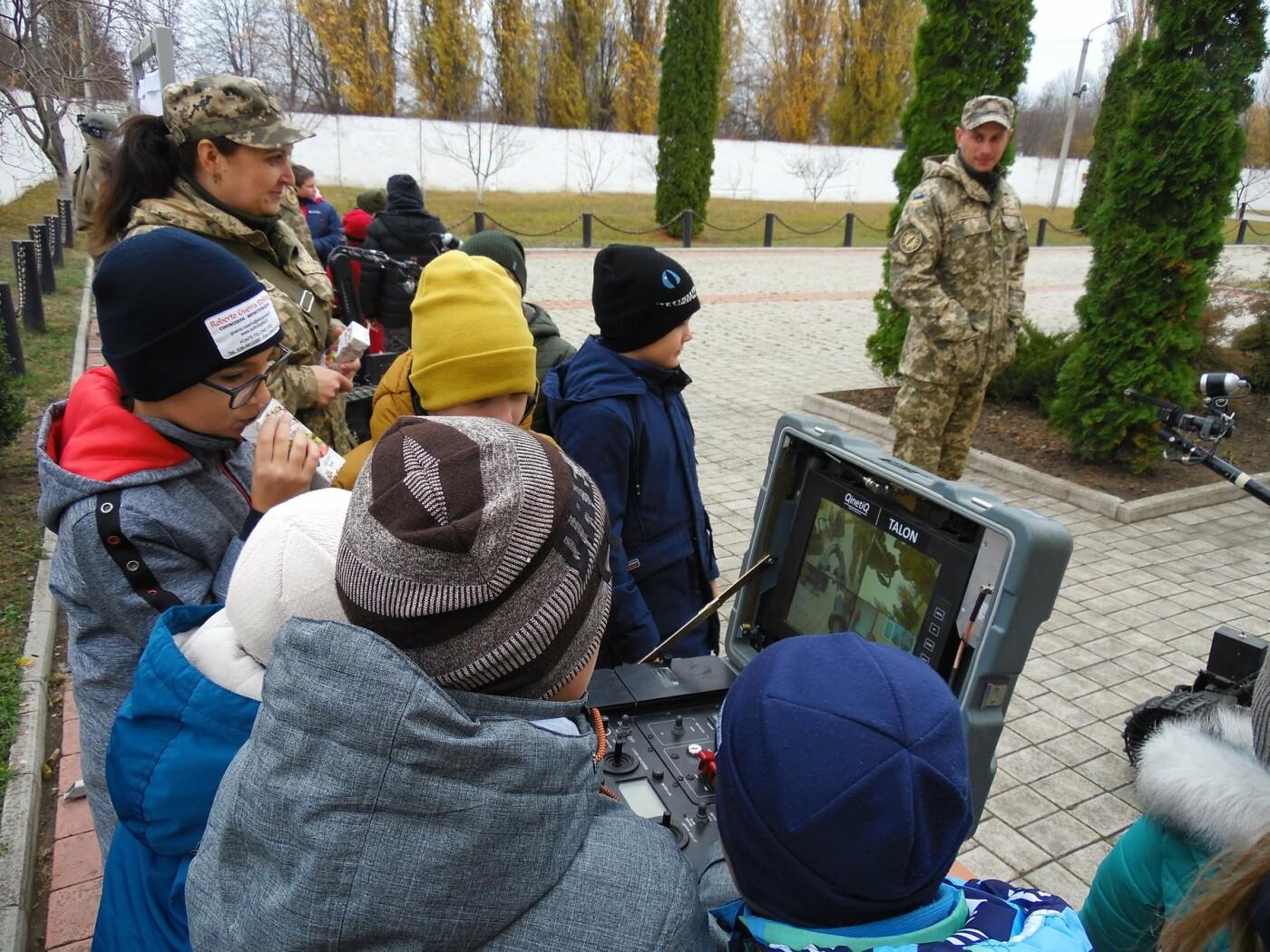 До строю військовослужбовців Центру розмінування, з нагоди Дня інженерних військ, стали їхні діти, фото-14