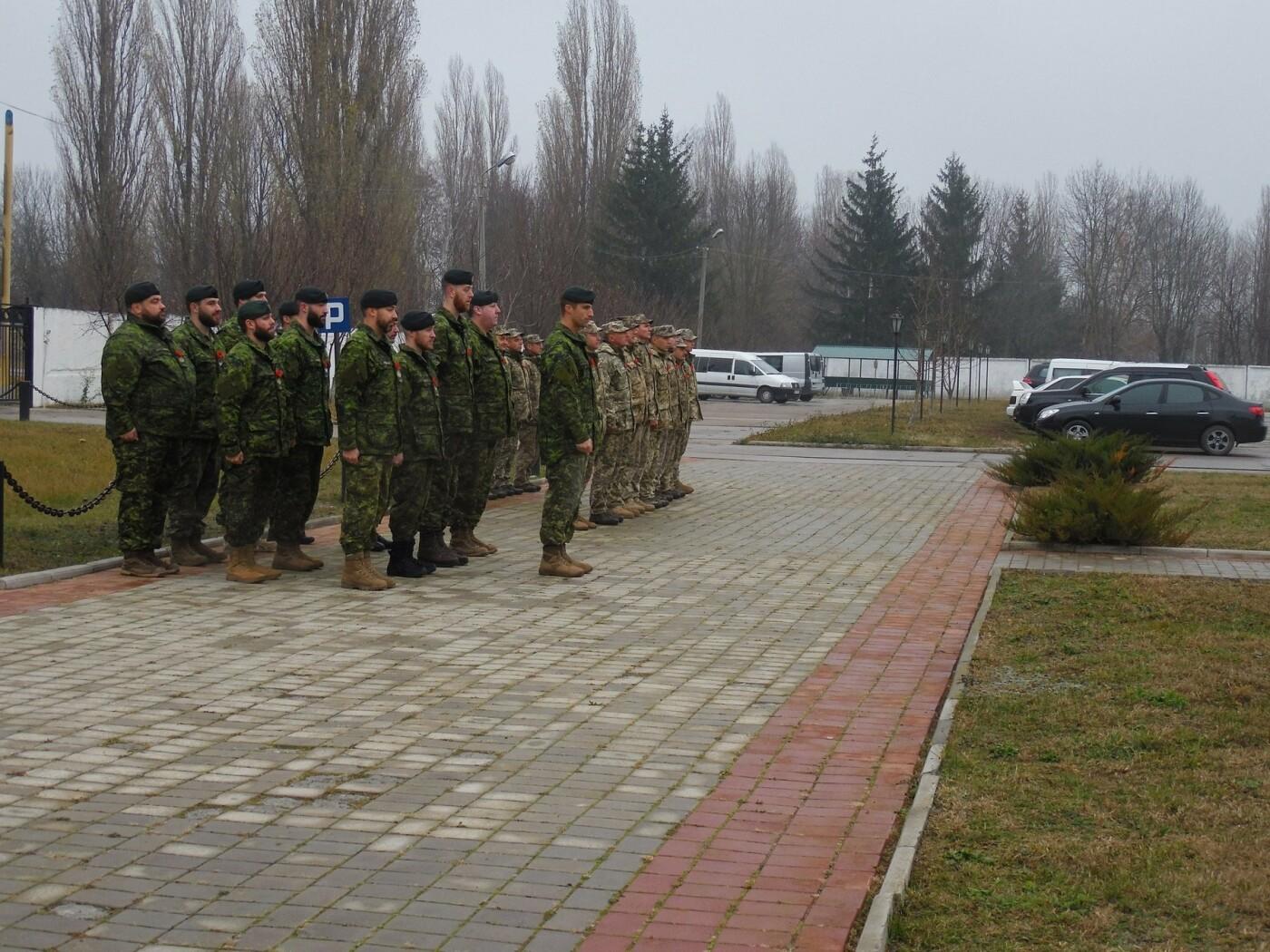 У Кам'янці-Подільському українські та канадські військовослужбовці вшанували пам'ять усіх, хто у різні роки не повернувся з поля бою, фото-7