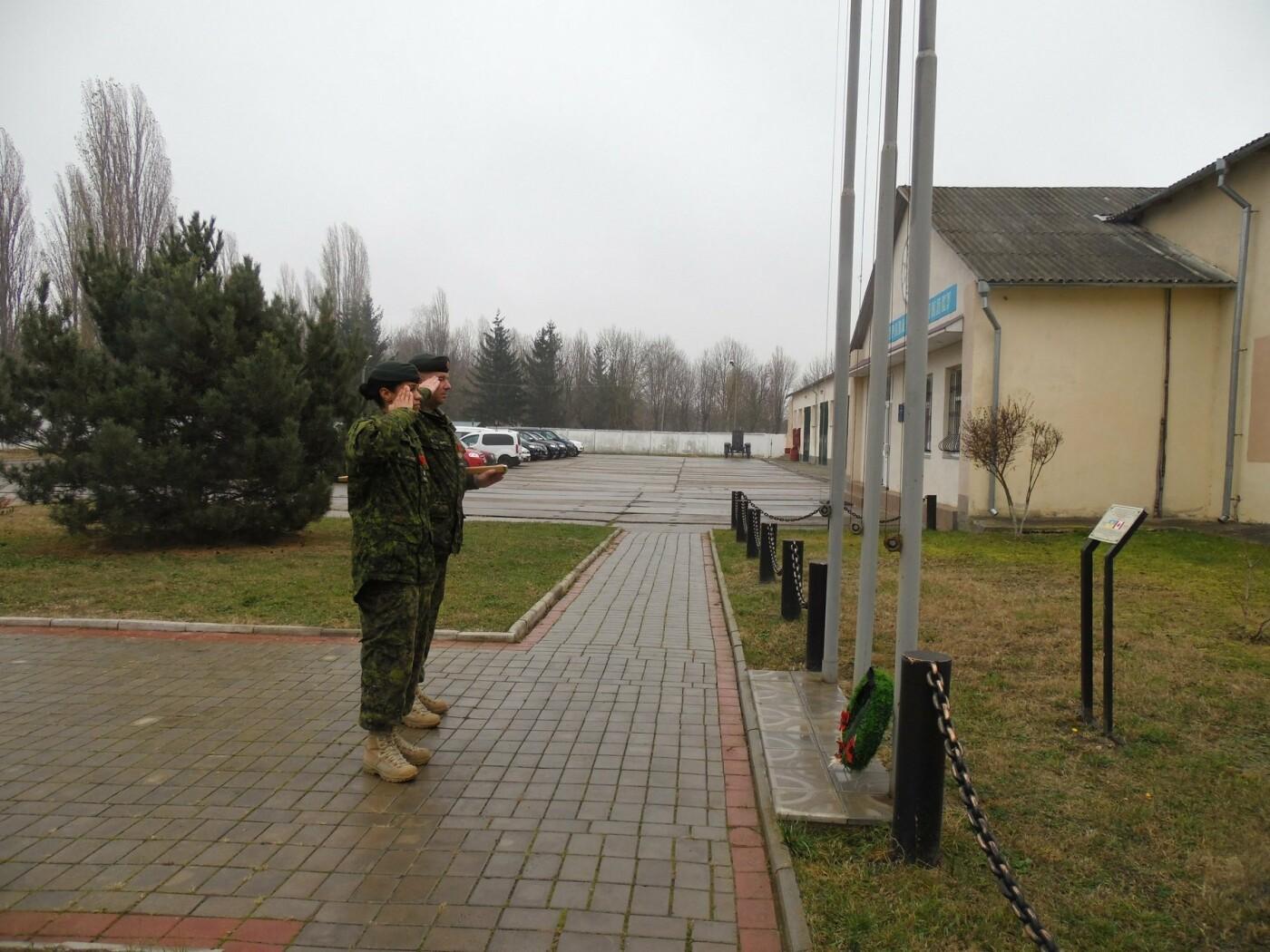 У Кам'янці-Подільському українські та канадські військовослужбовці вшанували пам'ять усіх, хто у різні роки не повернувся з поля бою, фото-8
