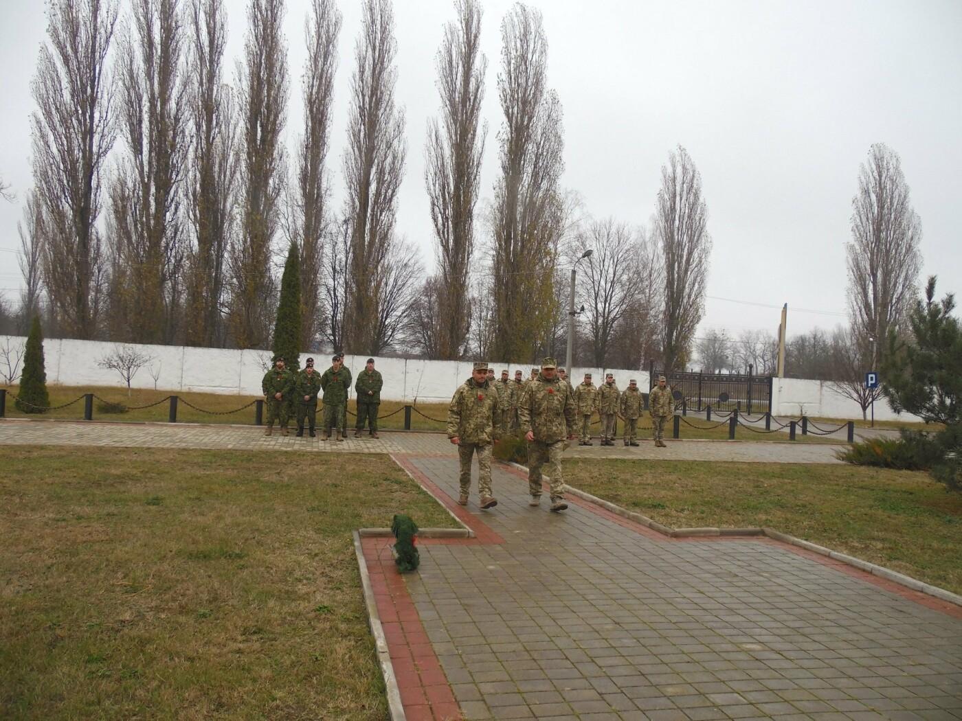 У Кам'янці-Подільському українські та канадські військовослужбовці вшанували пам'ять усіх, хто у різні роки не повернувся з поля бою, фото-15