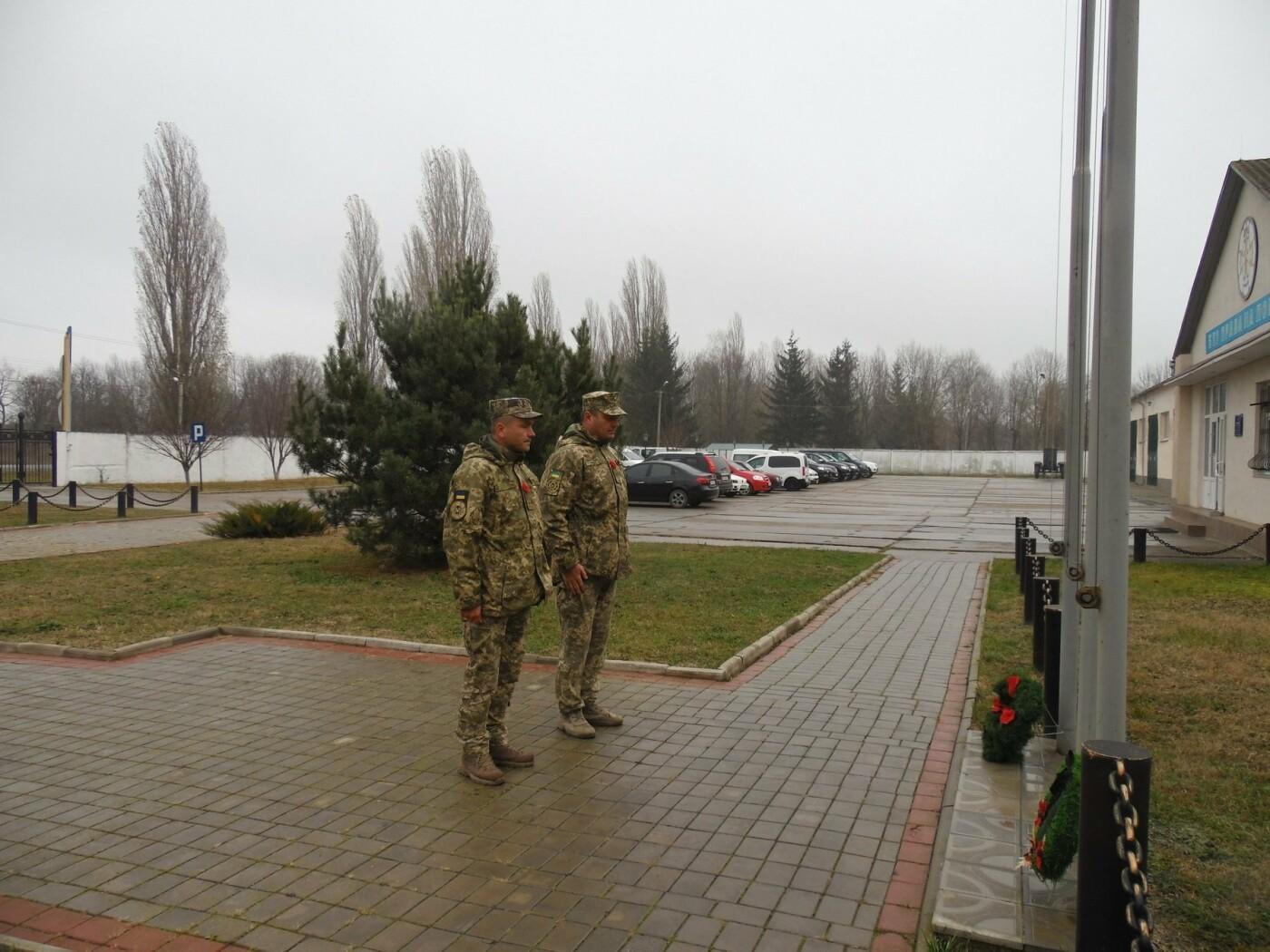 У Кам'янці-Подільському українські та канадські військовослужбовці вшанували пам'ять усіх, хто у різні роки не повернувся з поля бою, фото-1