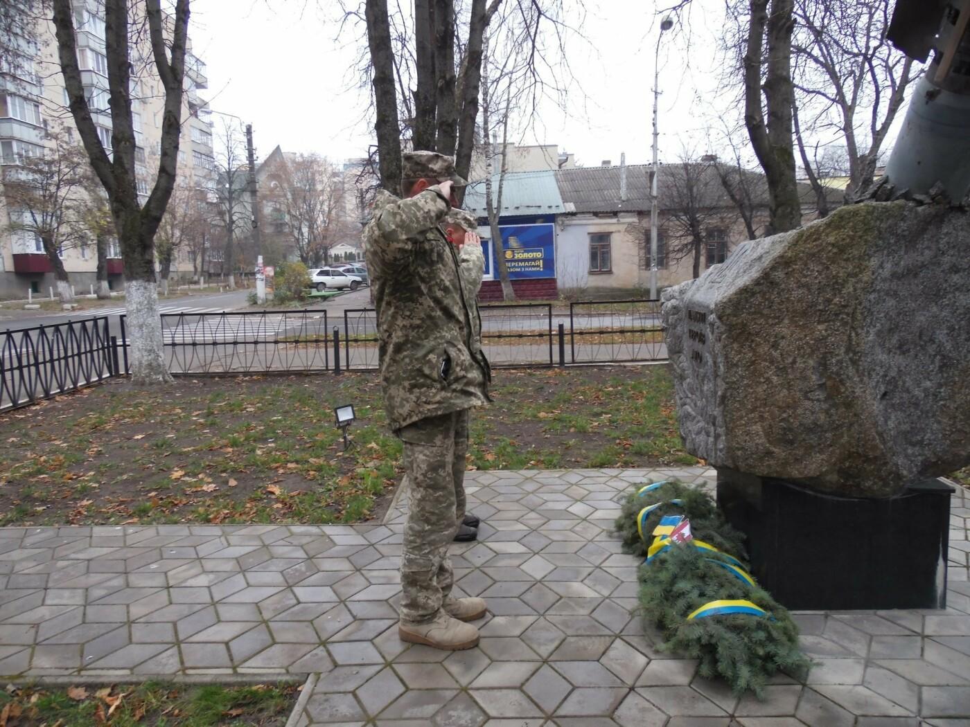 У Кам'янці-Подільському українські та канадські військовослужбовці вшанували пам'ять усіх, хто у різні роки не повернувся з поля бою, фото-12