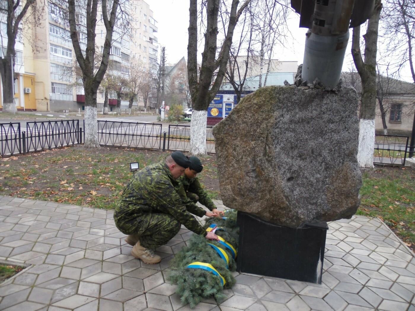 У Кам'янці-Подільському українські та канадські військовослужбовці вшанували пам'ять усіх, хто у різні роки не повернувся з поля бою, фото-11