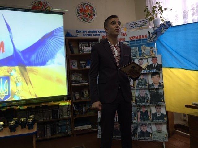 """""""Це твоя і моя війна"""": пам'ять про Миколу Гордійчука зібрала кам'янчан у районній бібліотеці, фото-2"""