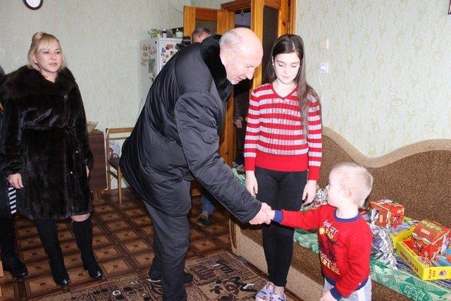 Для діток з особливими потребами та дітей, батьки яких загинули в зоні АТО, влаштували свято з розвагами та подарунками, фото-5