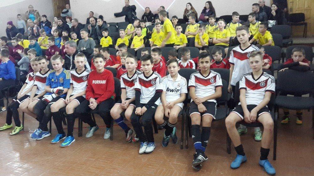 Юні кам'янецькі футболісти на турнірі у місті Чернівці, фото-1