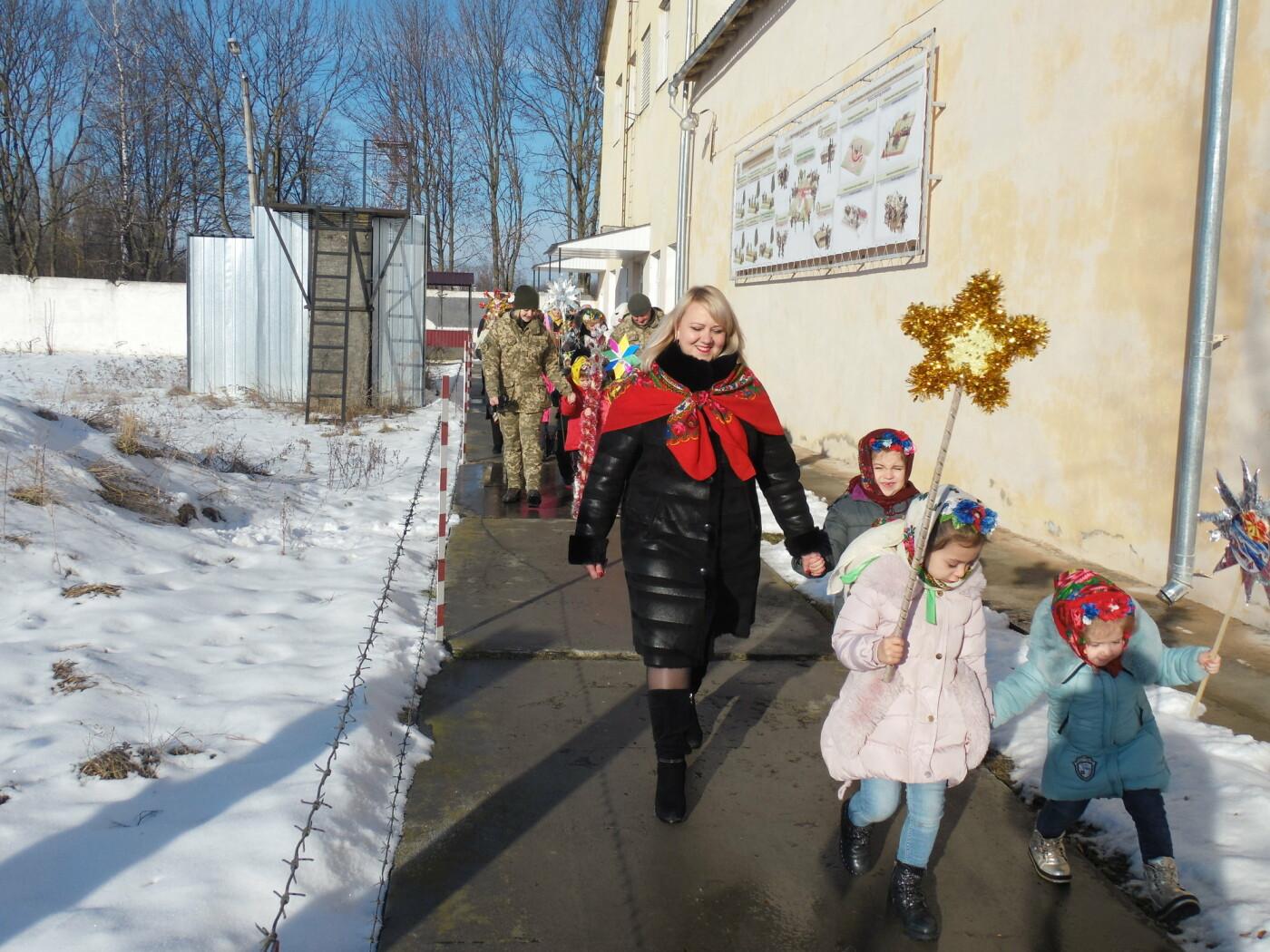 До військовослужбовців Центру розмінування з колядками і щедрівками завітали дітки з підшефного дитсадочка, фото-2