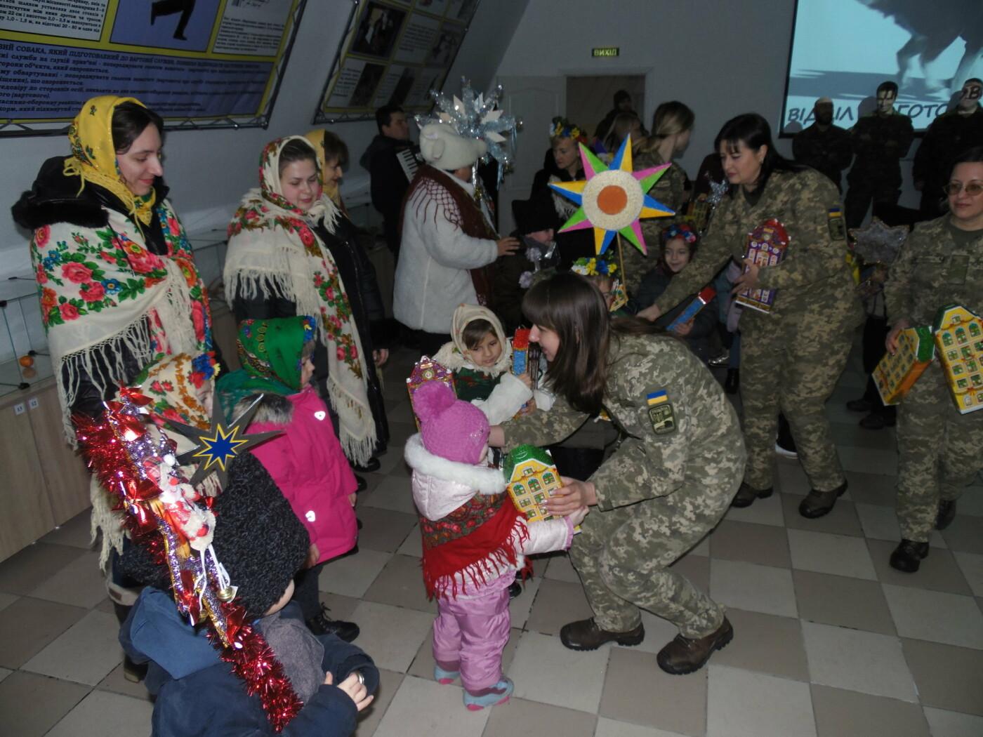 До військовослужбовців Центру розмінування з колядками і щедрівками завітали дітки з підшефного дитсадочка, фото-10
