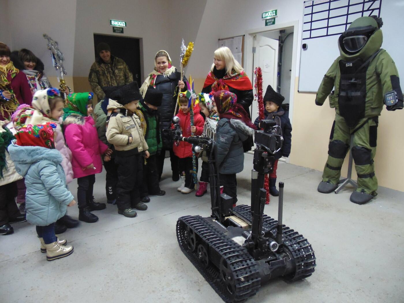 До військовослужбовців Центру розмінування з колядками і щедрівками завітали дітки з підшефного дитсадочка, фото-4