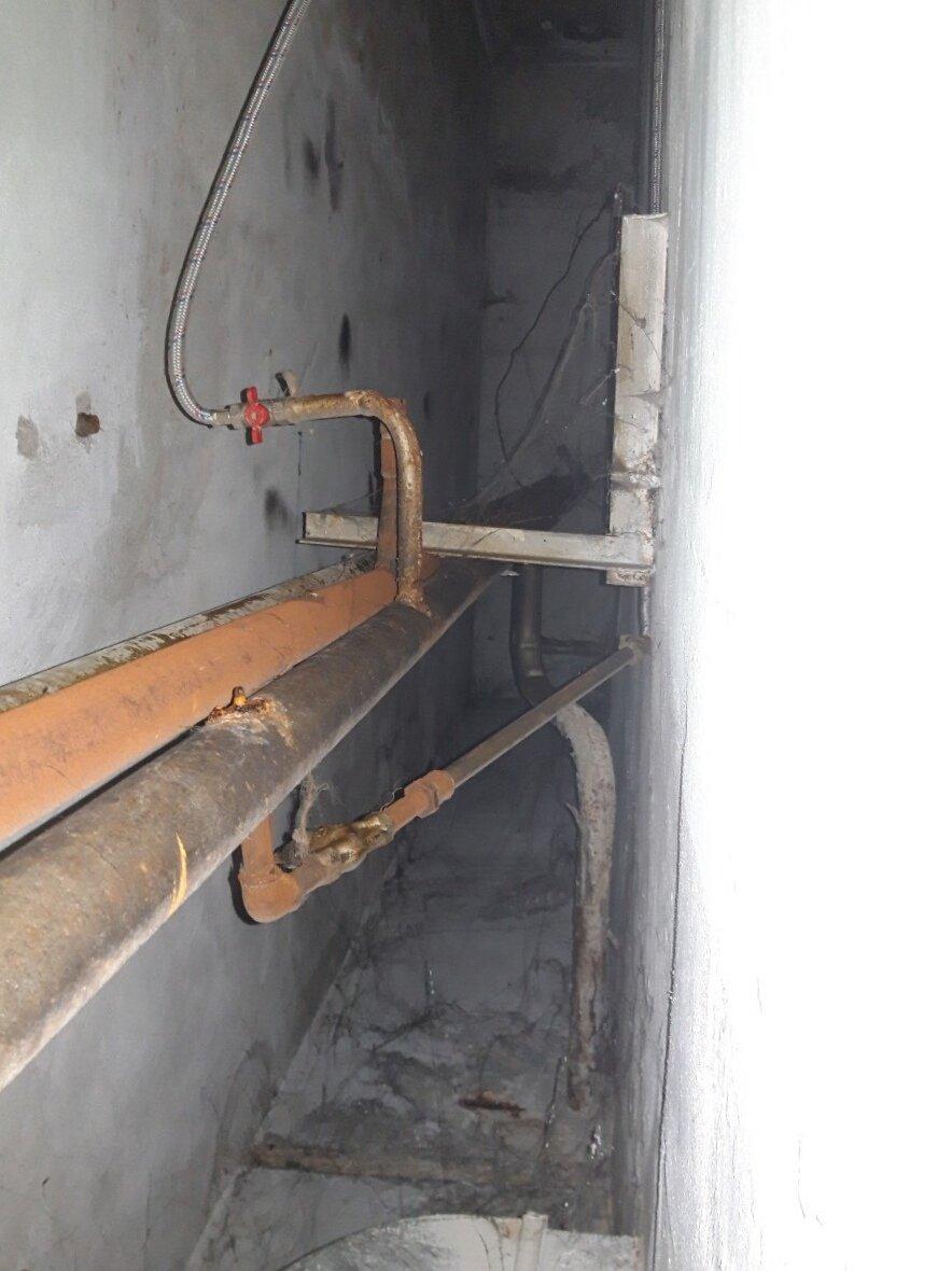 П'ять незаконних врізок в систему водопостачання виявлено в одному із нежитлових приміщень Кам'янця, фото-2