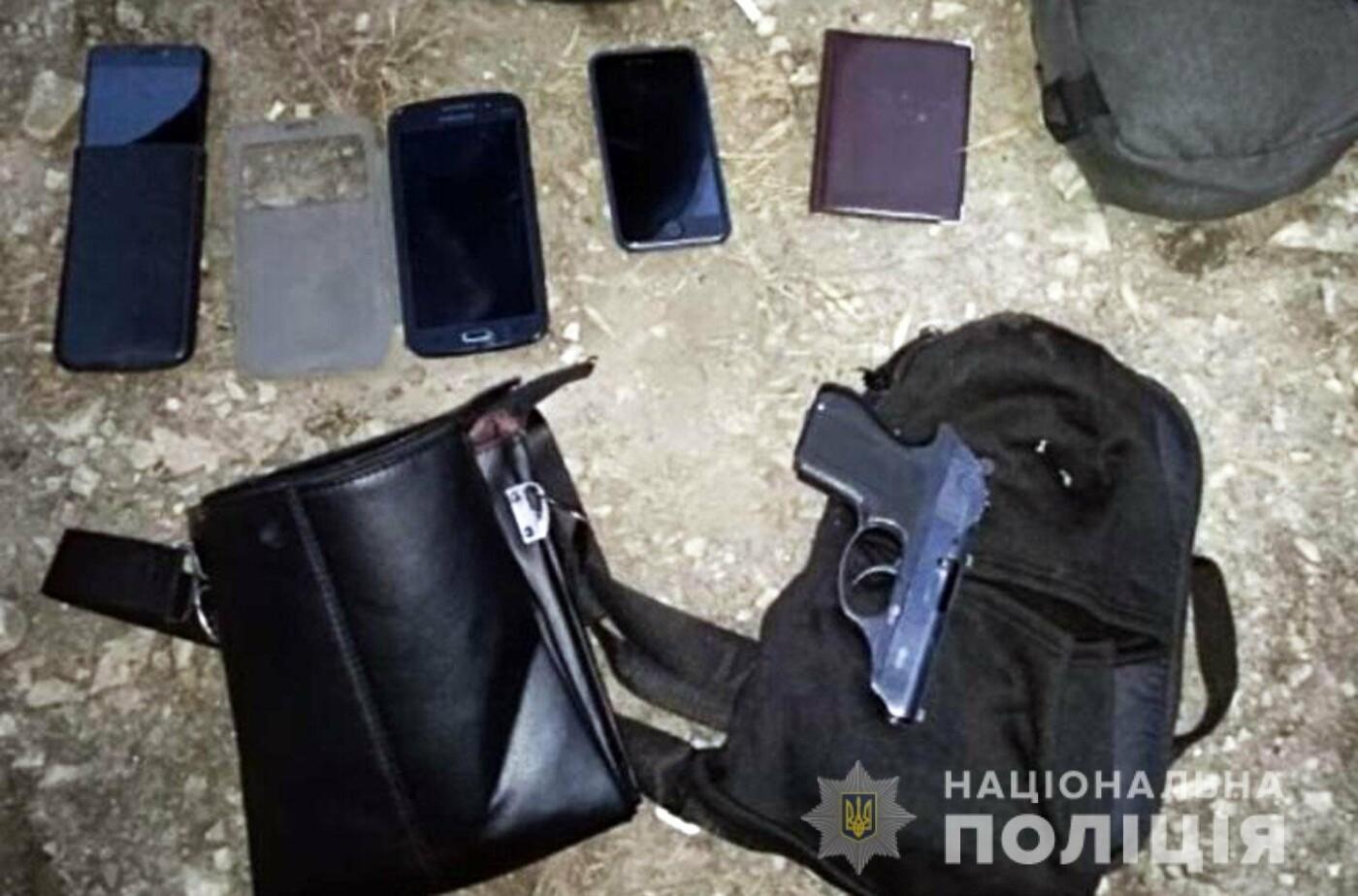 В центрі Кам'янця затримали групу вимагачів із Чернівців, фото-3