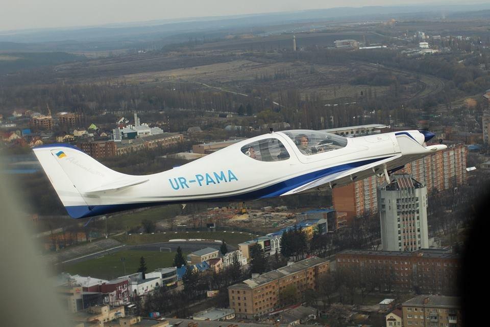 """Встановлення рекорду могло закінчитися трагічно: поблизу Кам'янця-Подільського літак раптово """"зачхав"""", фото-3"""