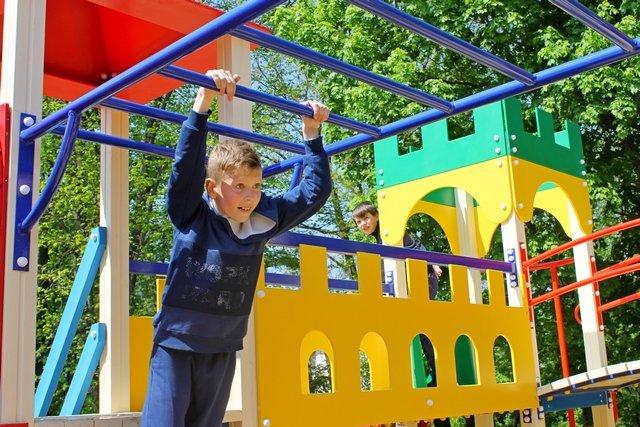 У Кам'янці відкрили спортивний та дитячий майданчики, фото-14