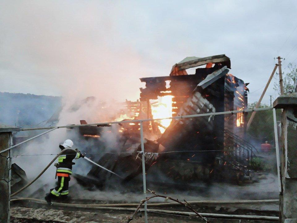 На Кам'янеччині майже вщент згорів житловий будинок, фото-2