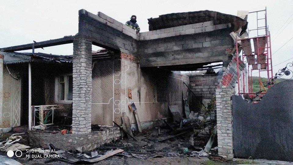 В селі Голосків горів житловий будинок, фото-3