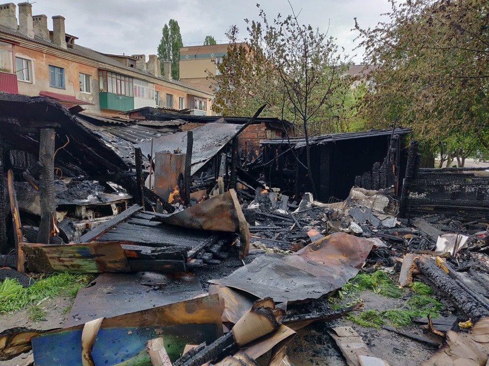 На мікрорайоні Жовтневому сталась масштабна пожежа через підпал, фото-1