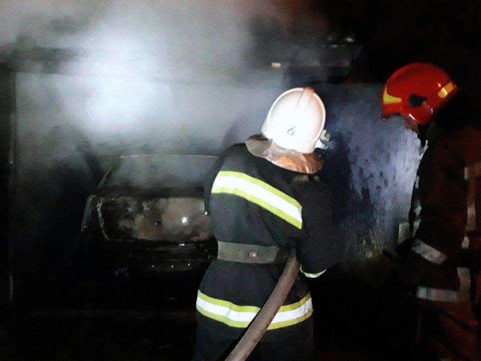 На мікрорайоні Жовтневому сталась масштабна пожежа через підпал, фото-2