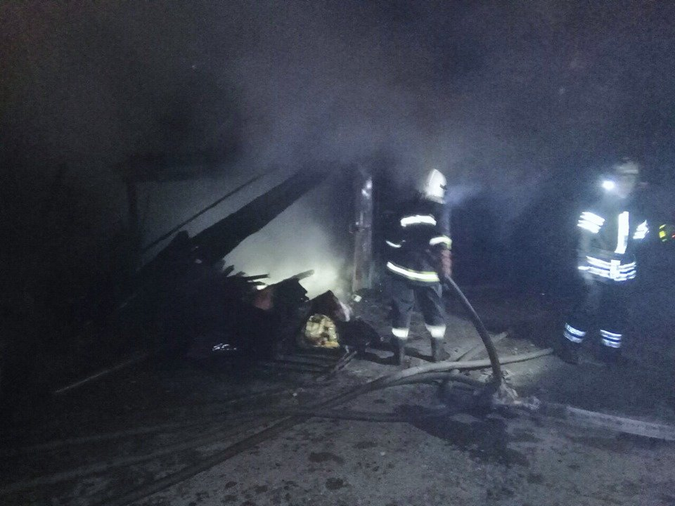 На мікрорайоні Жовтневому сталась масштабна пожежа через підпал, фото-3