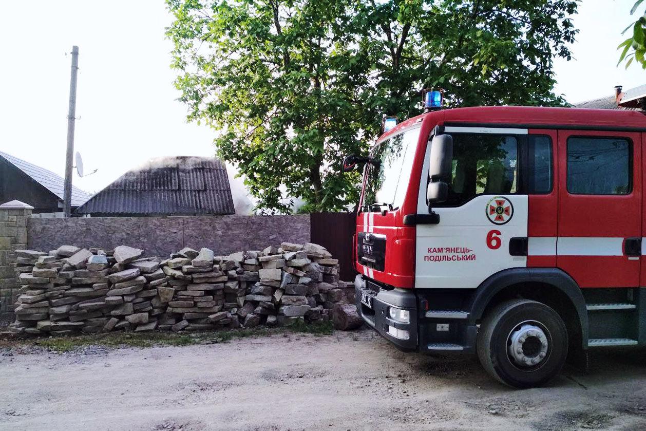 Рятувальники не допустили розповсюдження вогню під час пожежі у селі Довжок, фото-1