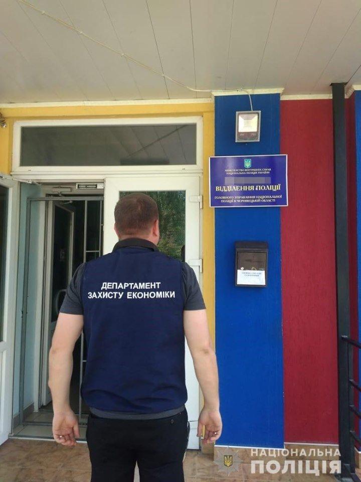 """У готелі """"7 днів"""" затримали посадовців під час отримання хабара, фото-5, Фото: Національна поліція України"""