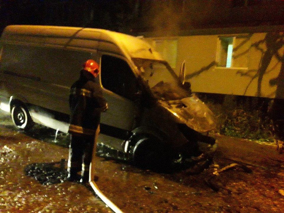 У Кам'янці підпалили вантажний автомобіль, фото-1, Фото: 2 ДПРЗ  ГУ ДСНС України  у Хмельницькій області