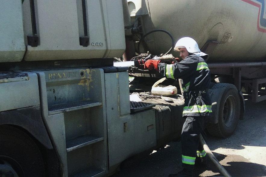 На Кам'янеччині загорівся вантажний автомобіль, фото-1, Фото: 2 Державний пожежно-рятувальний загін  ГУ ДСНС України у Хмельницькій області