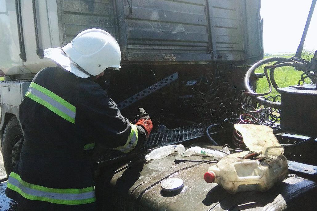 На Кам'янеччині загорівся вантажний автомобіль, фото-2, Фото: 2 Державний пожежно-рятувальний загін  ГУ ДСНС України у Хмельницькій області