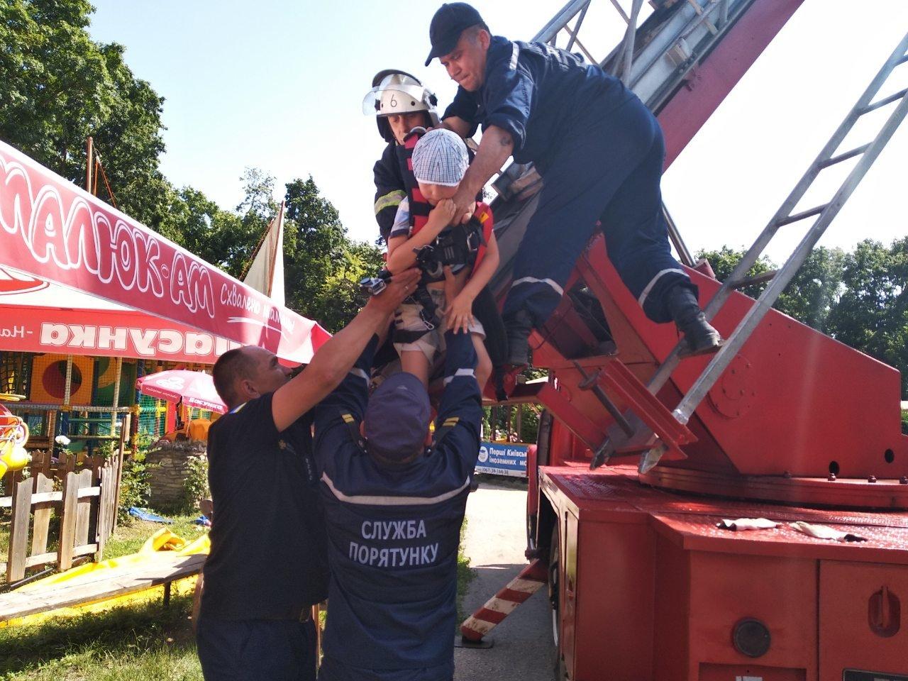 У Кам'янці-Подільському рятувальники евакуювали людей із оглядового колеса, фото-3, Фото: ГУ ДСНС України у Хмельницькій області
