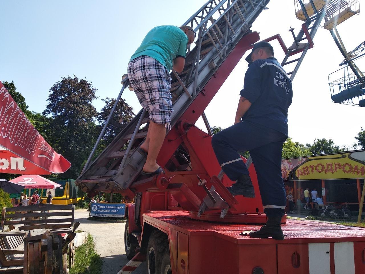 У Кам'янці-Подільському рятувальники евакуювали людей із оглядового колеса, фото-4, Фото: ГУ ДСНС України у Хмельницькій області