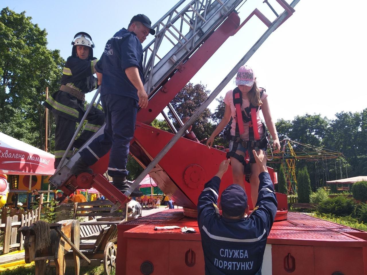 У Кам'янці-Подільському рятувальники евакуювали людей із оглядового колеса, фото-6, Фото: ГУ ДСНС України у Хмельницькій області