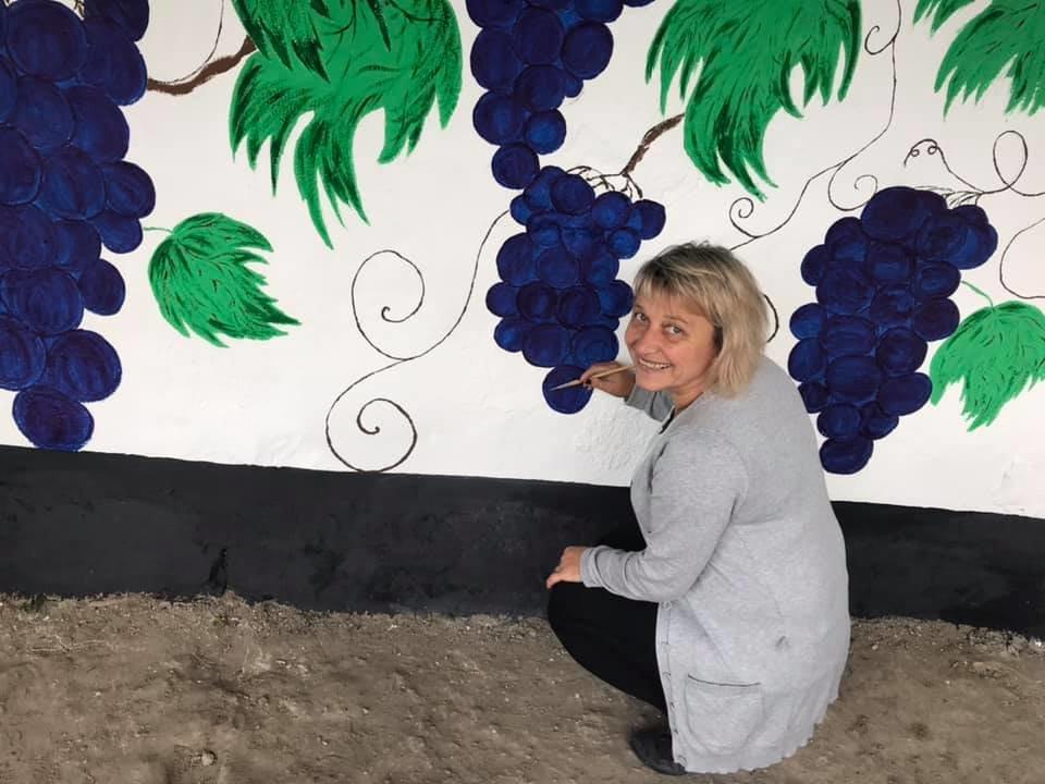 Краса немає меж: автозупинка в селі Ісаківці заграла яскравими барвами, фото-2